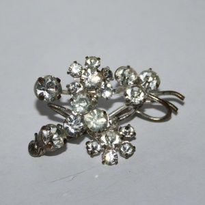 Vintage silver rhinestone flower brooch